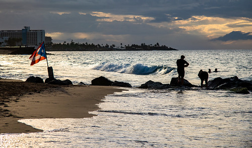 bigvern canon 7dii beach water ocean waves people panorama pano panoramic sunset silhouette puertorico sanjuan landscape