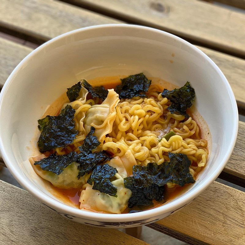 #kvpaz Ramen bowl with dumplings for today's @aajaarizona Virtual Dim Sum. @nongshimjapan ramyun noodles and I added Bibgo chicken wontons and @traderjoes salmon gyoza. Garnished with crispy seaweed pieces. NOM! #ramen #noodles #dimsum #dumplings #gyoza #
