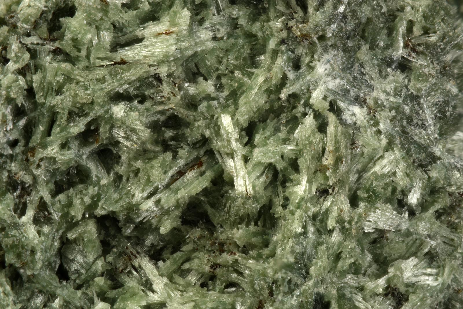 アルミノパンペリー石 / Pumpellyite-(Al)