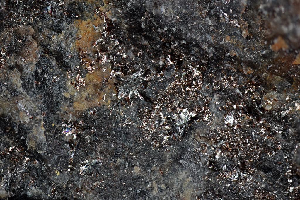 パイロファン石 / Pyrophanite
