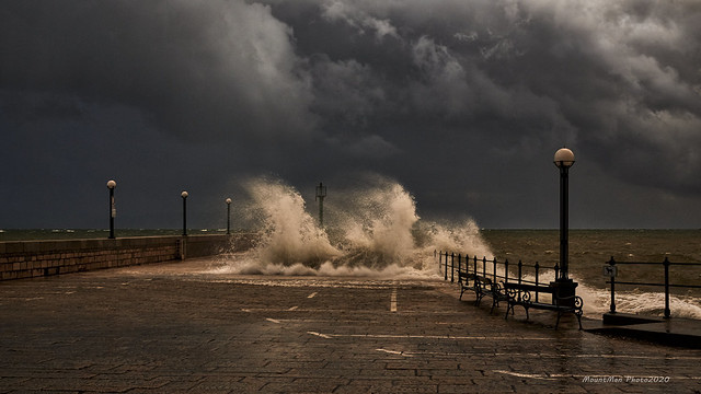 Razbijanje valova o obalu u Lovranu 21. 12. 2019. (1)