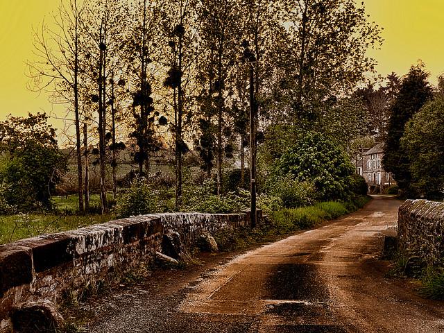 La vieille route. Old road.