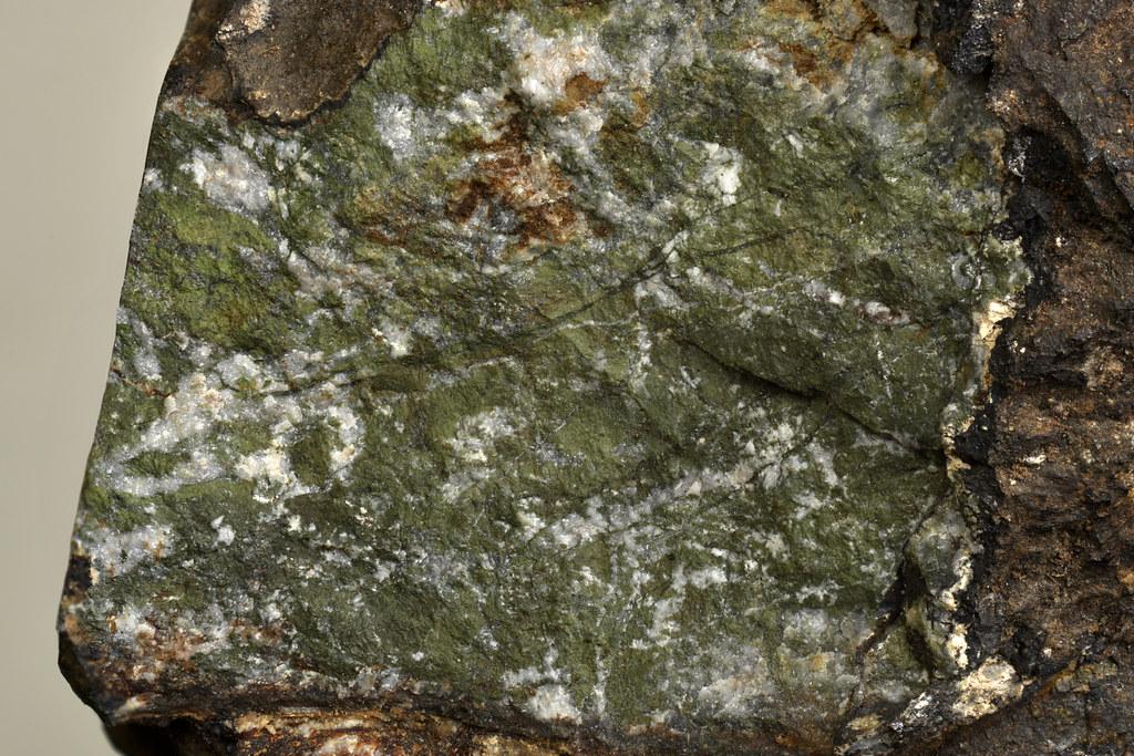 アラバンド鉱 / Alabandite
