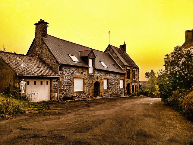 Rue de village breton.