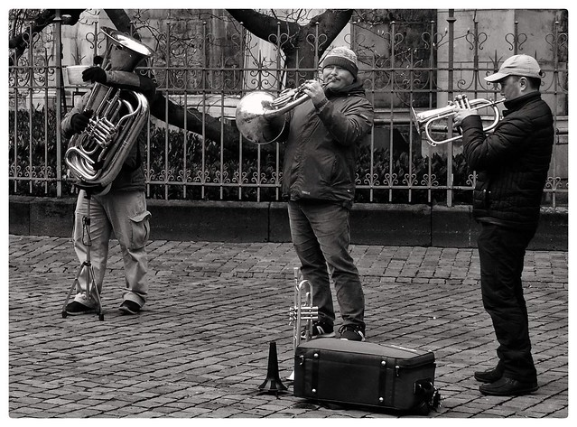 musician, in front of Aachen Cathedral