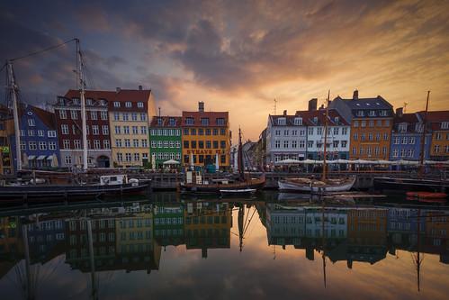 nyhavn copenhagen sunrise kobenhavn harbour