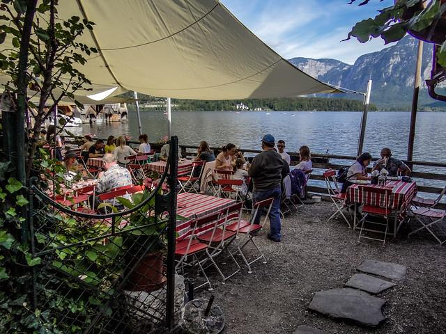 So refreshing atmosphere for the outdoor restaurant near the Lake Hallstatt.