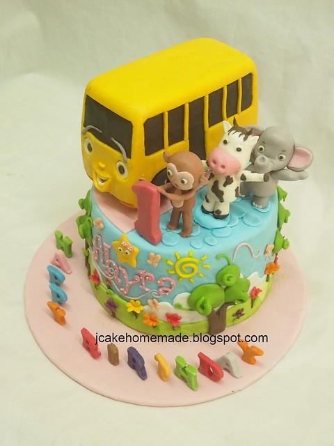 Wheel on the bus theme birthday cake 总线上的车轮蛋糕