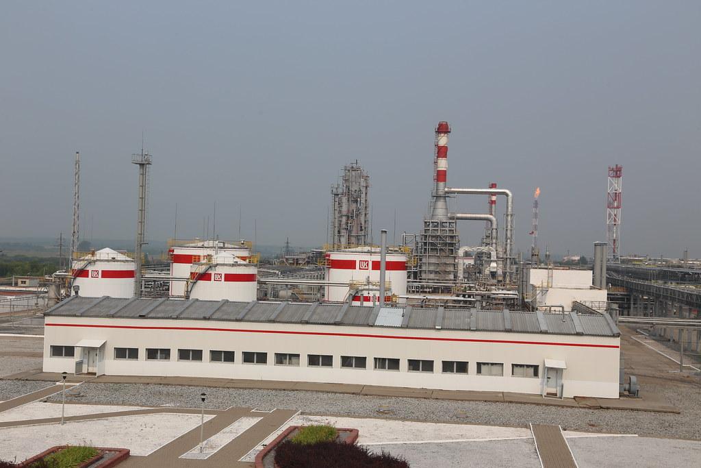 Лукойл переводит все свои НПЗ в Европе только на российскую нефть IMG_5378