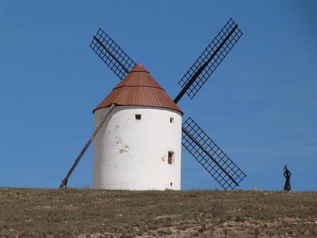 Molino de viento en Mota del Cuervo (Guía para una escapada con los lugares imprescindibles que ver en Mota del Cuervo)
