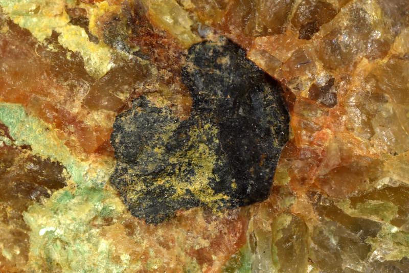 閃ウラン鉱 / Uraninite