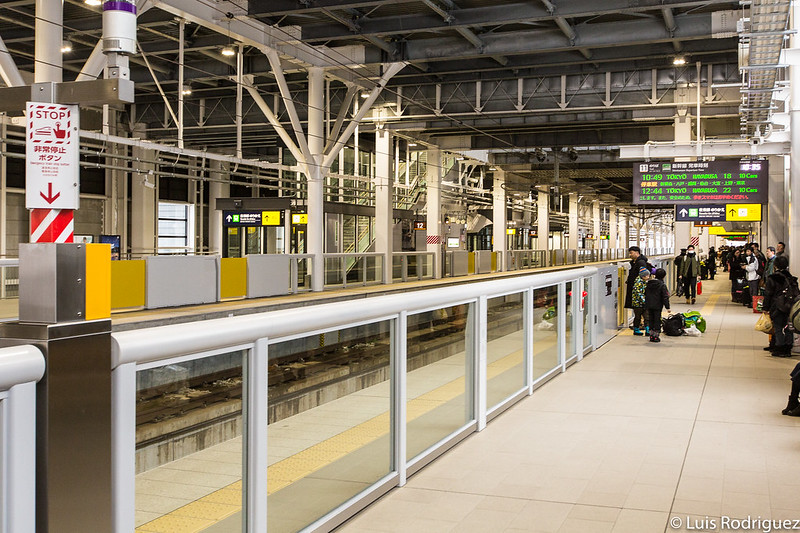 hokkaido-shinkansAndenes del shinkansen en la estación de Shin-Hakodate-Hokutoen-15