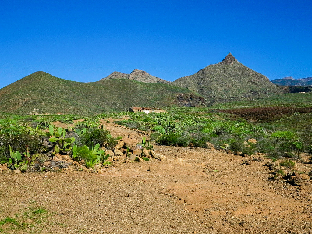 Roque Imoque y Montaña Los Brezos en el sur de Tenerife