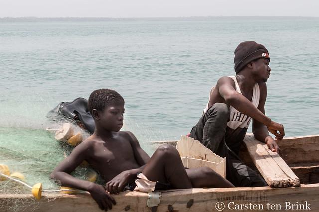 Guinea-Bissau - fishermen waiting
