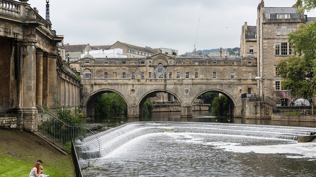 A landscape image of Pulteney Bridge and the weir in the city of Bath.