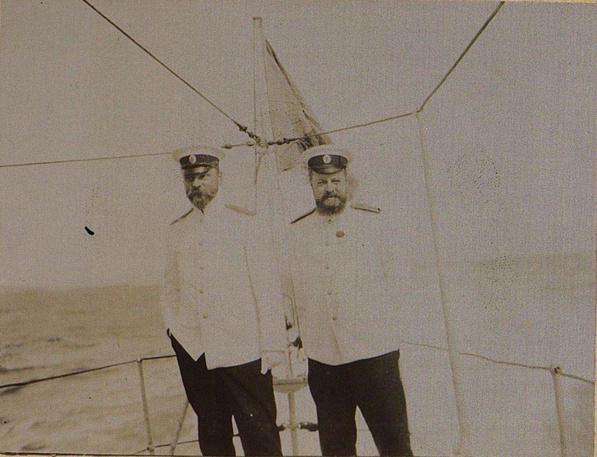116. Двое морских офицеров