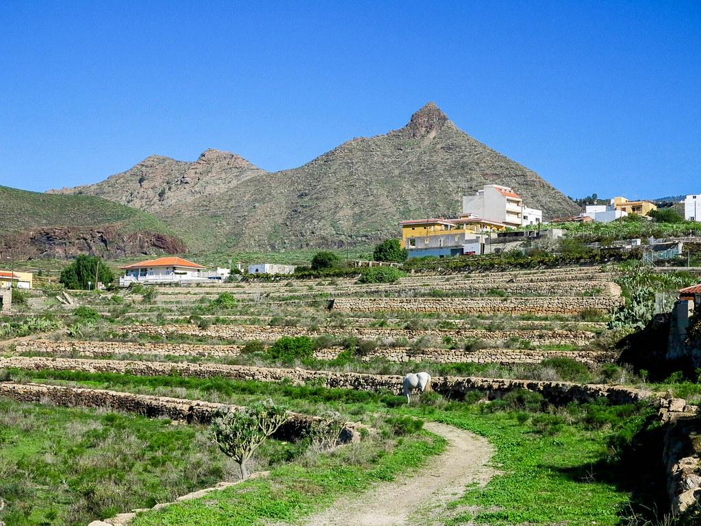 Montaña de Los Brezos y Roque Imoque en el sur de Tenerife