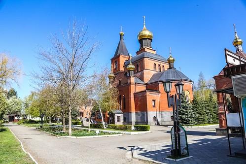 28 апреля 2020, В день Радоницы митрополит Кирилл совершил Литургию в храме великомученика Пантелеимона г. Ставрополя