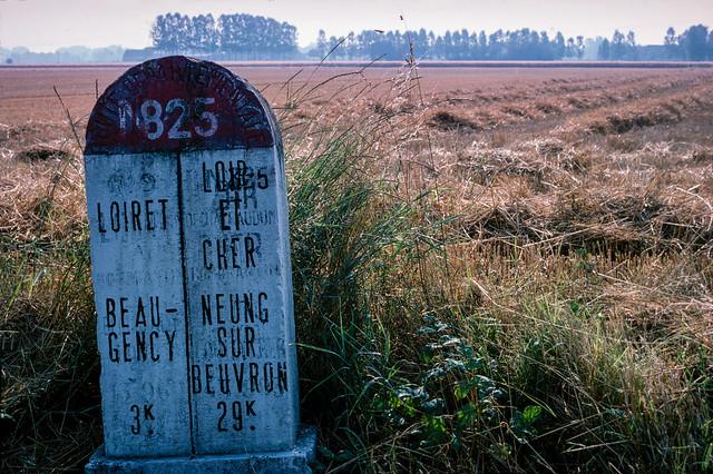 Boundary marker, N825, Loiret, Loir-et-Cher e03loire