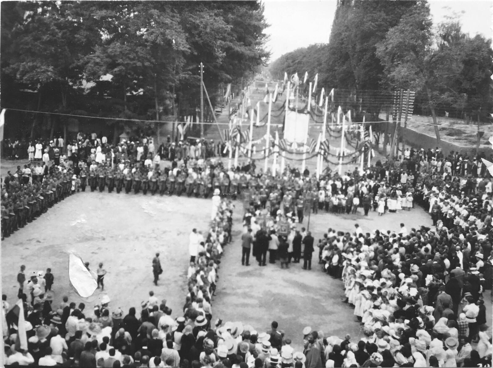 Торжественное празднование 100-летия победы в Отечественной войне 1812 года. Вид с колокольни.