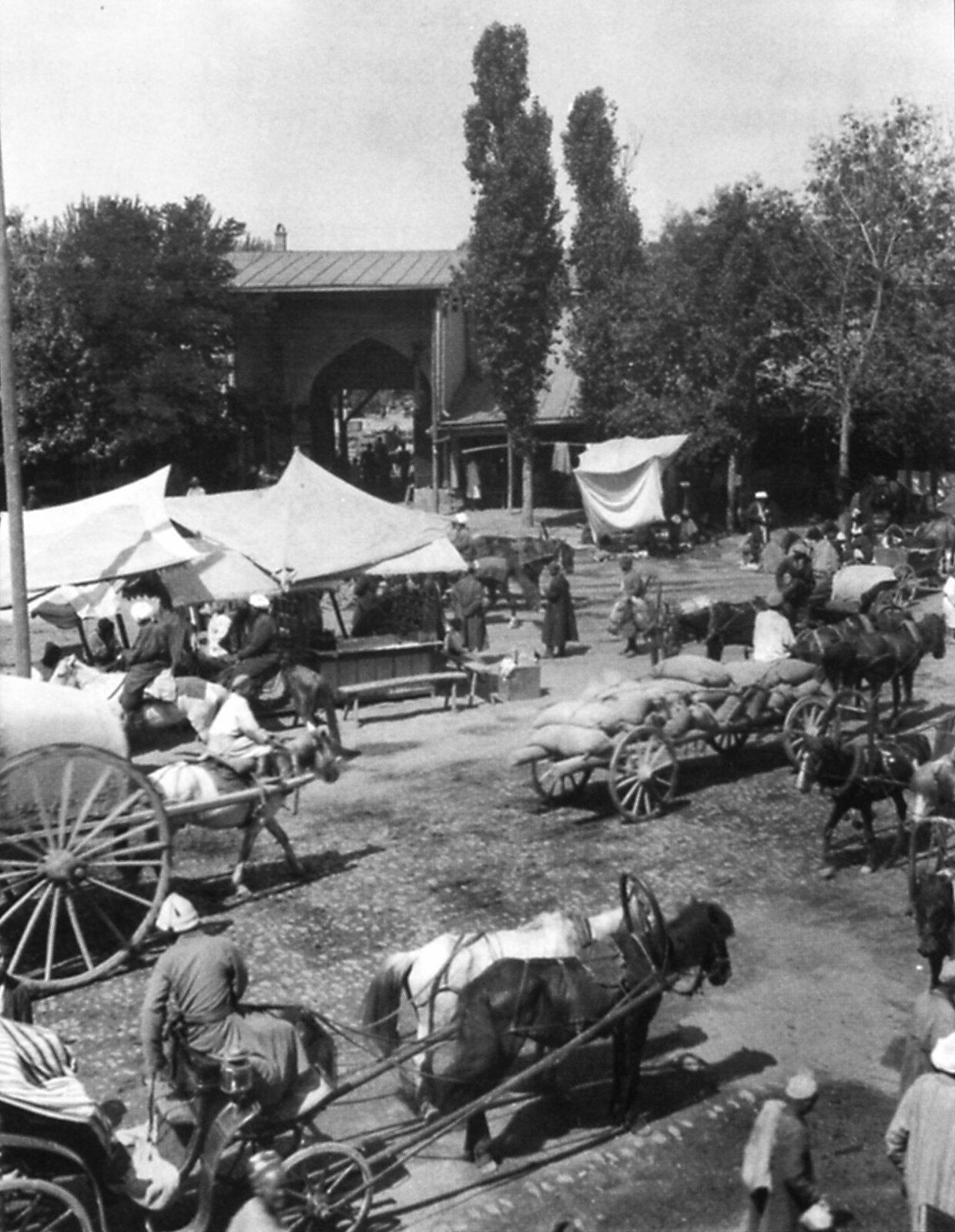 Базар в Андижане. Июнь 1912 года.