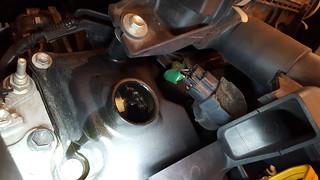 エンジンオイルキャップを外した