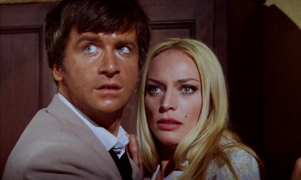 David Buck et Maggie Kimberley dans Dans les griffes de la momie / The Mummy's Shroud (John Gilling, 1967)