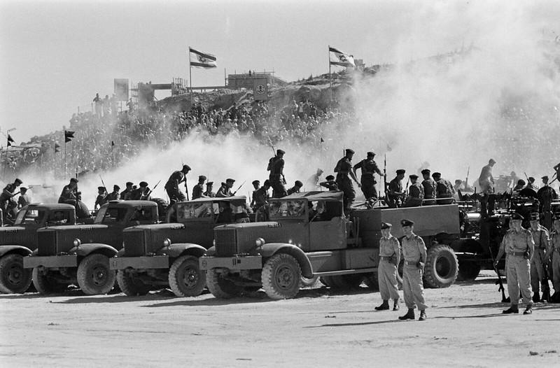 Diamond-T-id-parade-1958-ljh-1