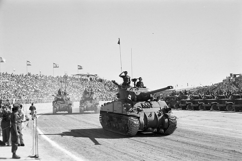 Sherman-M-50-Diamond-T-id-parade-1958-ljh-1