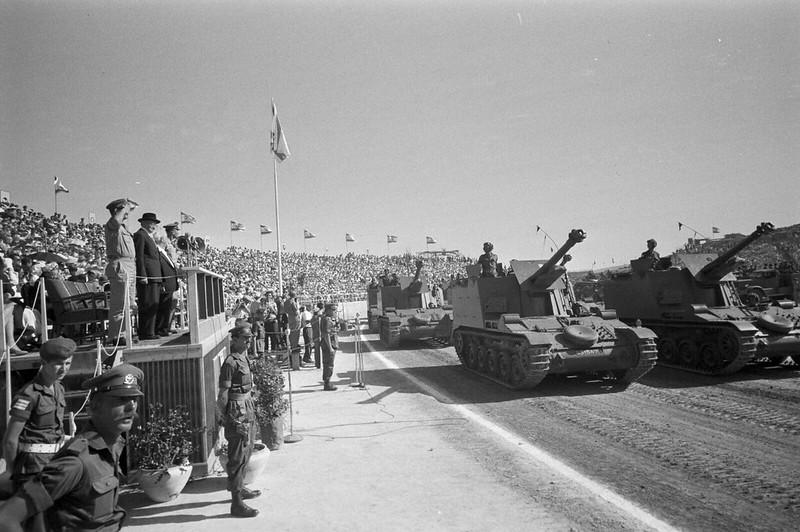 AMX-Mk61-id-parade-1958-ljh-1