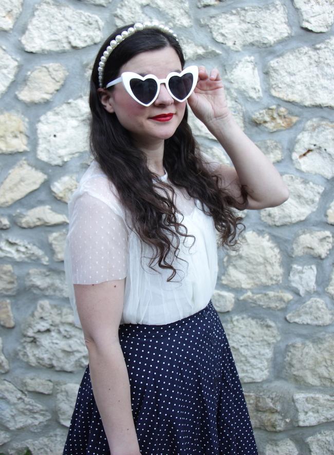 look-top-blanc-jupe-midi-marine-pois-escarpins-bicolores-facon-chanel-blog-mode-la-rochelle-2