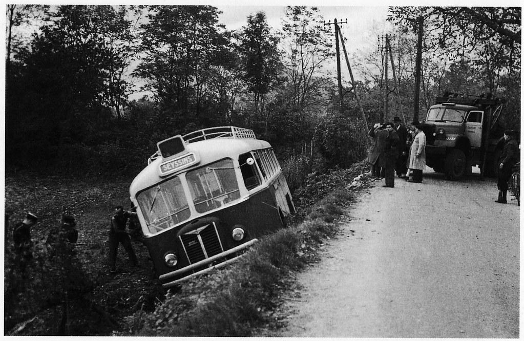 Postcard Chausson APH Autocars D. Huillier Seyssins (38 Isère) 4 Novembre 1951a