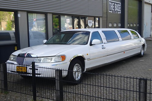 1999 Lincoln Town Car Limousine Photo