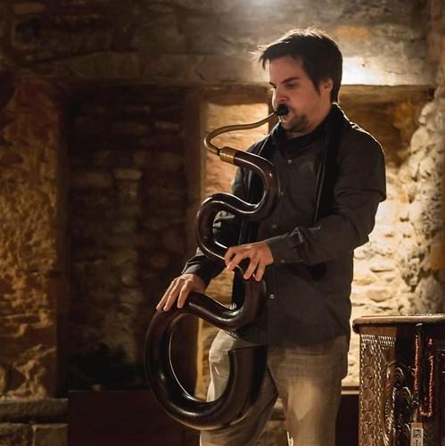 Oscar Abella serpent serpentón Tuba Jaialdia