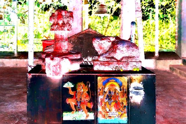 Nepal - Bungamati - Karya Binayak Temple - Shiva Lingam - Nandi - Hanuman - Shiva & Parvati - 21bb