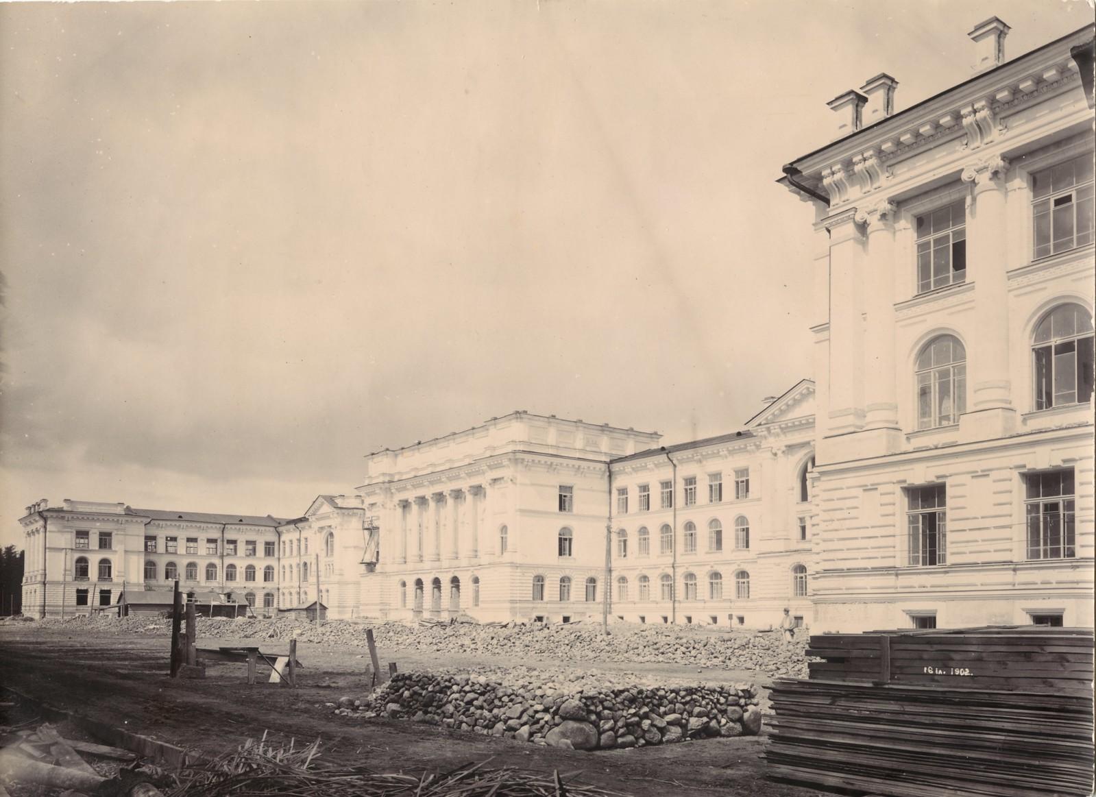 04. 1902. 16 июля. Строительная площадка перед главным зданием