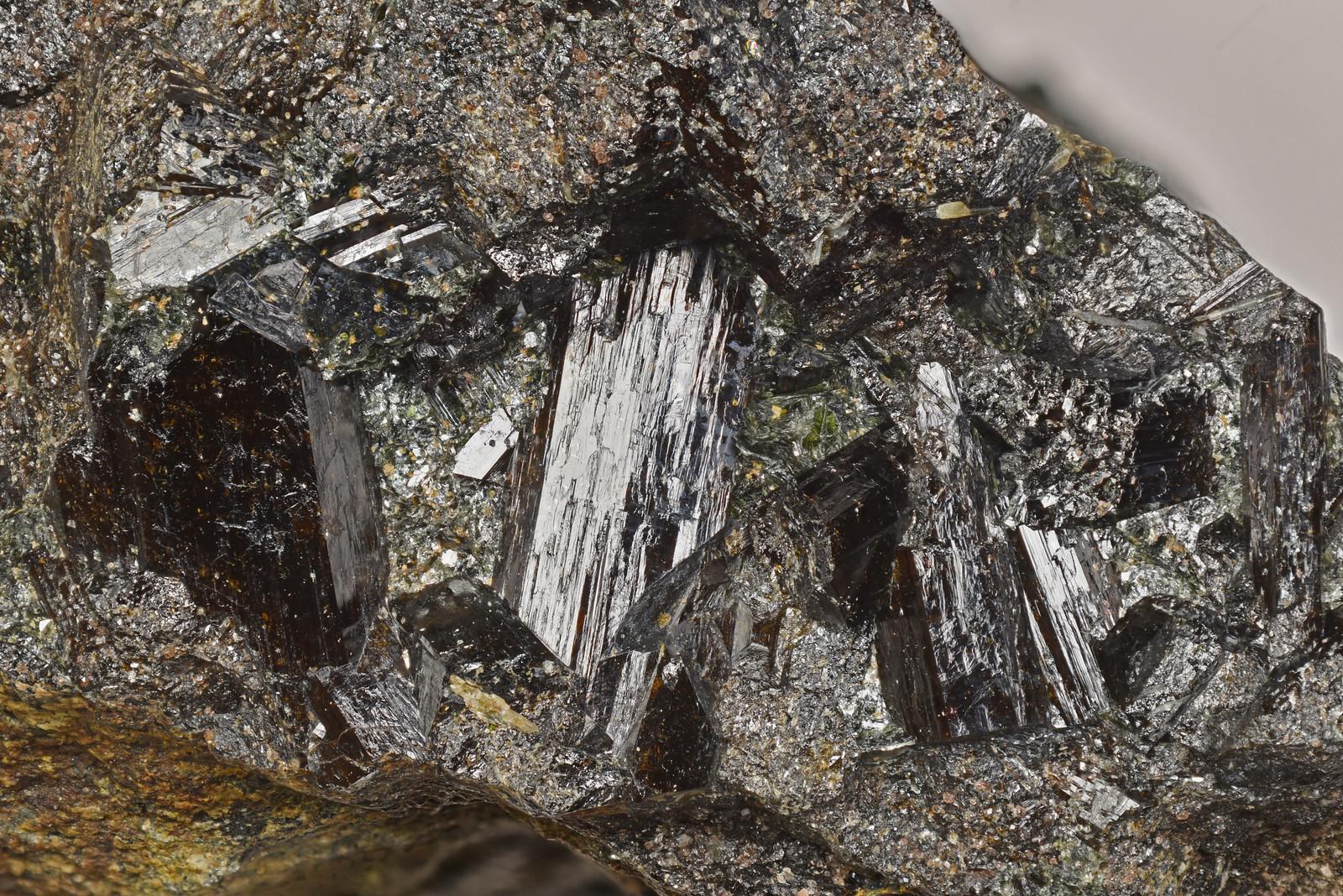 苦土電気石 / Dravite