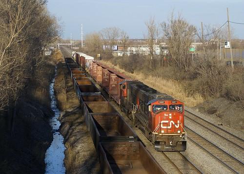 sd75i cn5667 cn5707 cn canadiannational train freighttrain emd gmd lachine montreal montrealsub cn323