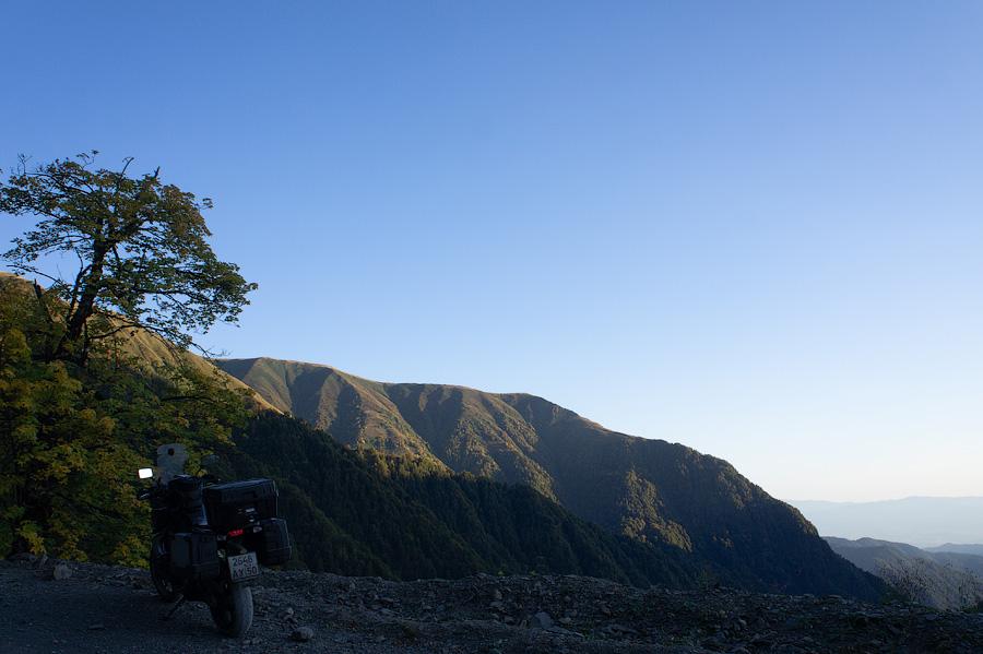 Подъем на перевал Абано. Дорога в Омало