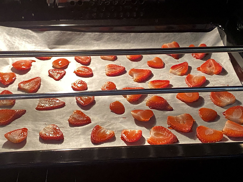 Drying strawberries