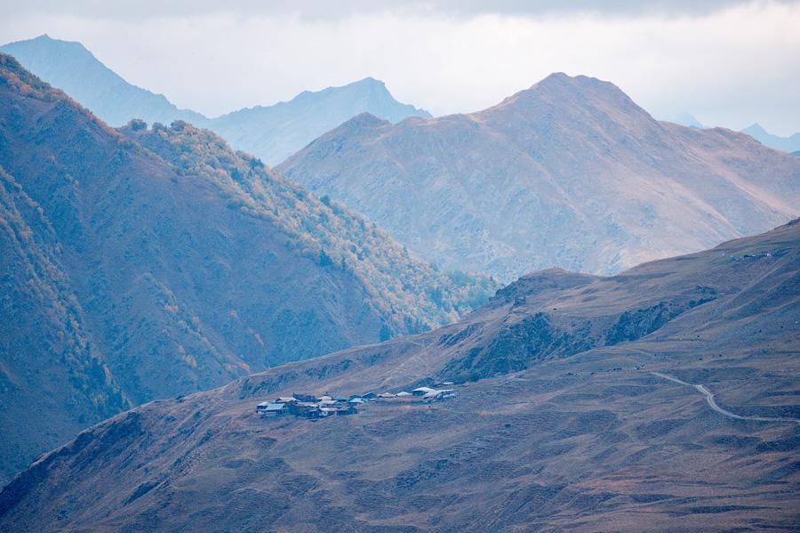 Вид с лагеря на долину Омало