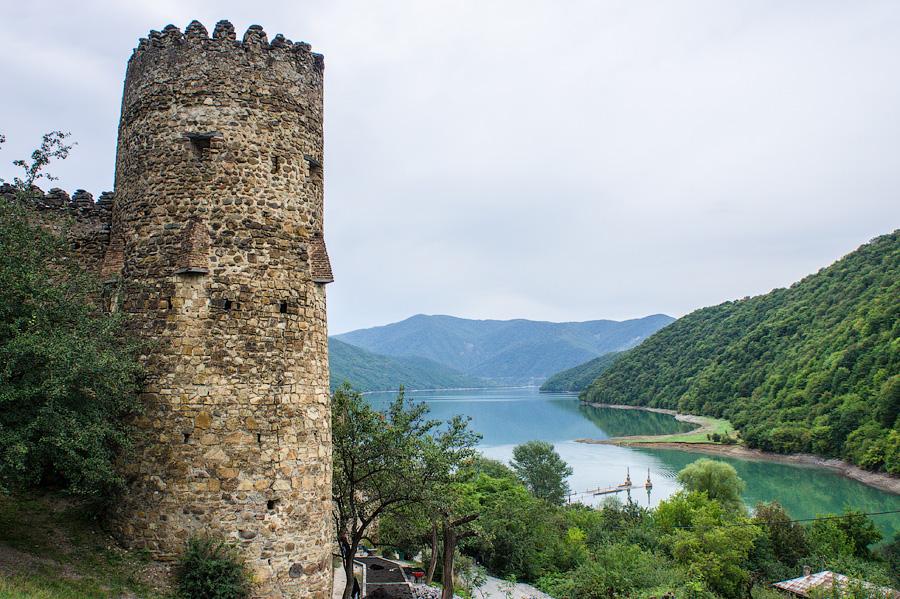 Крепость Ананури на Жинвальском водохранилище, Грузия