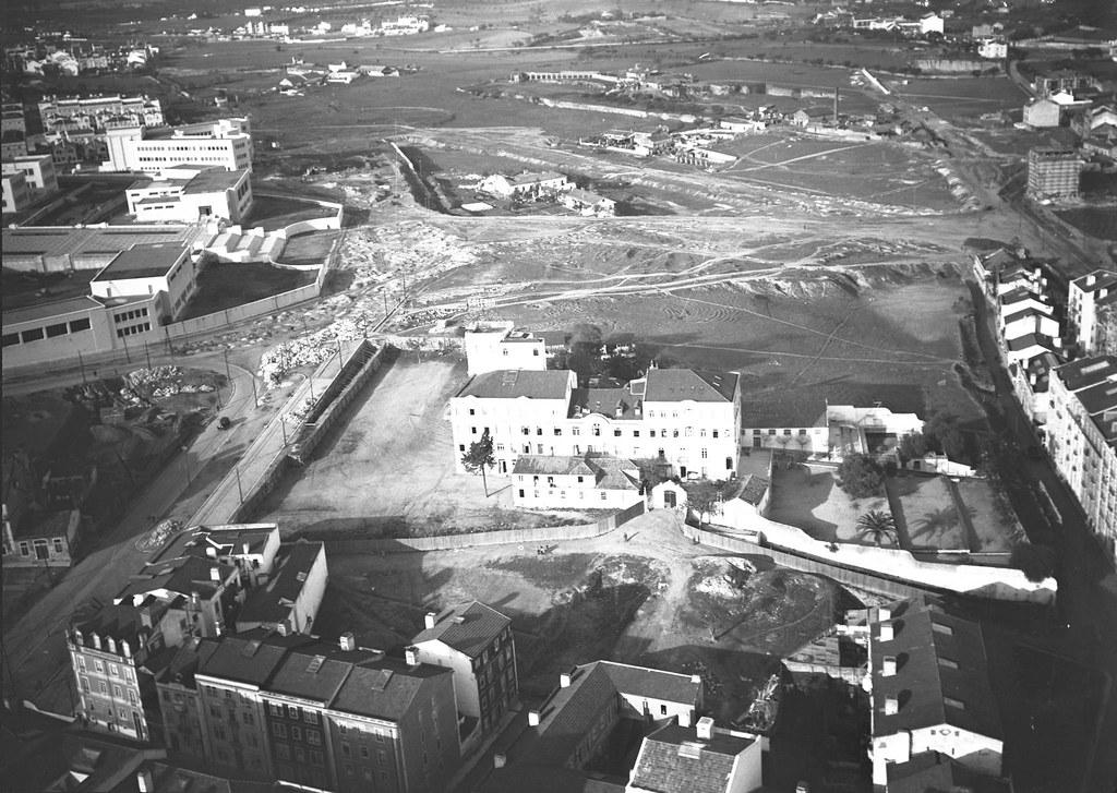 Vista aérea sobre a Rua Perreira Carrilho, Az. das Freiras a Arroios, Inst. Sup. Técnico, futura Alameda e quintas do Areeiro, Lisboa (J.P.P. Corrêa, Pil.-Av., c. 1934)