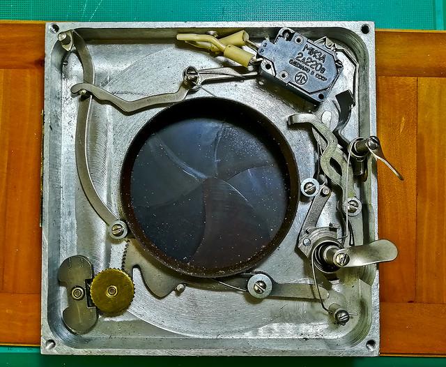 Els misteris del gran obturador /  Giant Soviet shutter