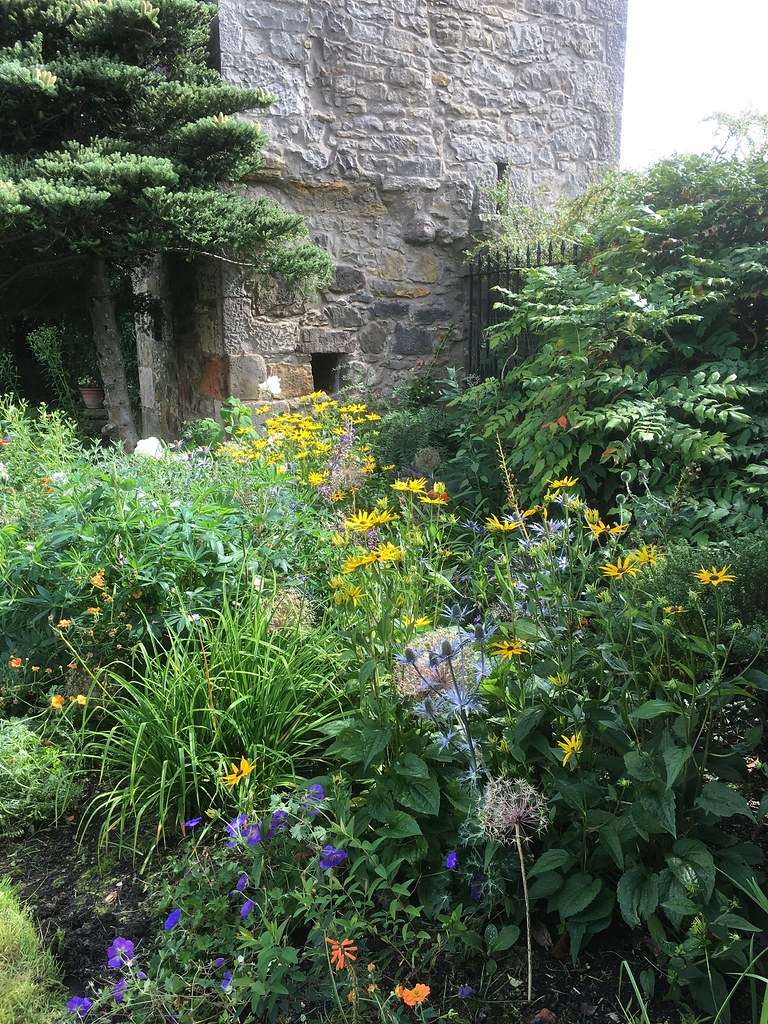 Ravelston tower-bed planting