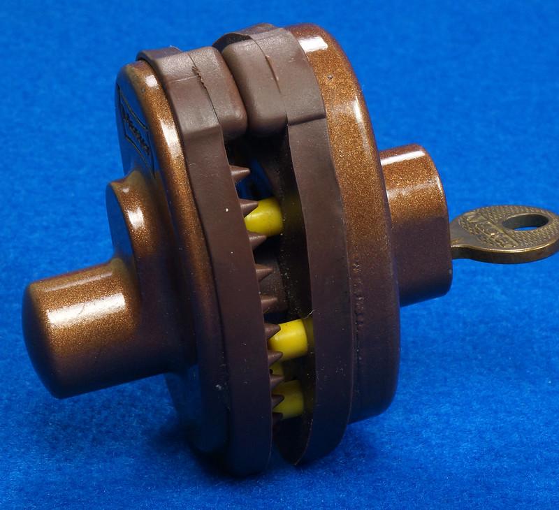 RD24661 Vintage Master Lock MADE IN USA! L402 Gun Lock, Trigger Lock DSC03320