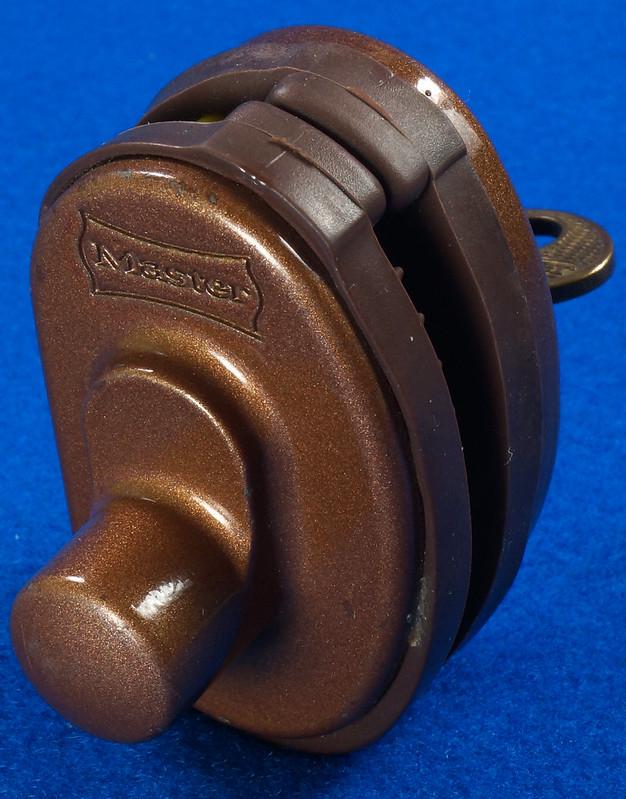 RD24661 Vintage Master Lock MADE IN USA! L402 Gun Lock, Trigger Lock DSC03319