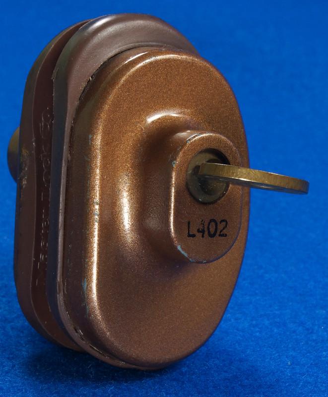 RD24661 Vintage Master Lock MADE IN USA! L402 Gun Lock, Trigger Lock DSC03321
