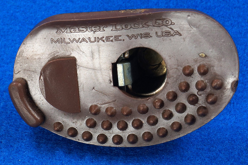 RD24661 Vintage Master Lock MADE IN USA! L402 Gun Lock, Trigger Lock DSC03317