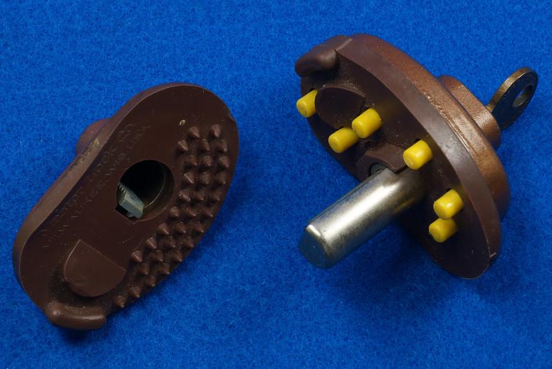 RD24661 Vintage Master Lock MADE IN USA! L402 Gun Lock, Trigger Lock DSC03316